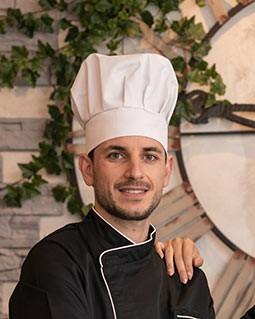 Chapeau de cuisine toques calots et bandanas for Cuisinier chapeau noir