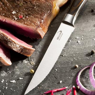 Les couteaux professionnels Déglon accompagnent les chefs cuisto chez Manelli